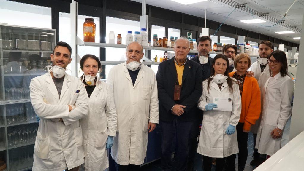 il team dell'università di messina che produce gel igienizzante per le mani e per le superfici