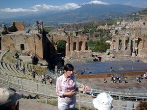 Cristina durante una visita guidata a Taormina