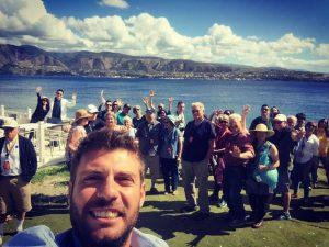Sergio Longo con i turisti