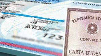 foto di una carta d'identità cartacea e una elettronica