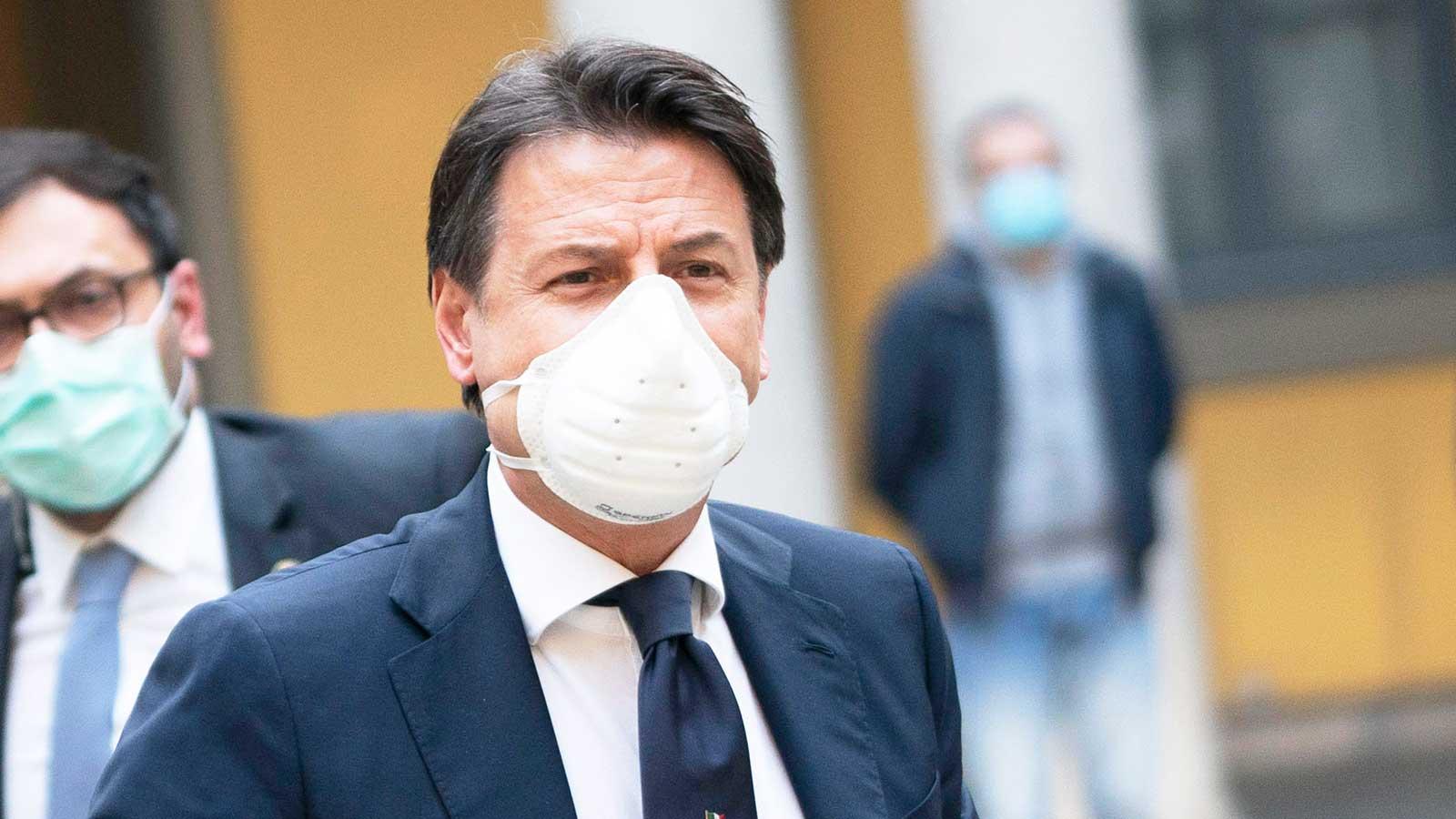 giuseppe conte con la mascherina contro il coronavirus