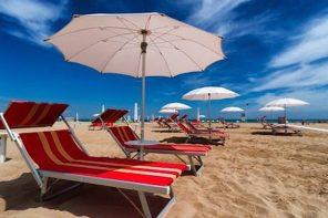 foto di un lido sulla spiaggia