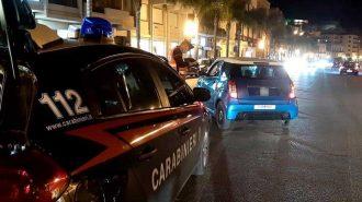 carabinieri durante i controlli del weekend alla movida notturna di milazzo nella fase 2 del coronavirus