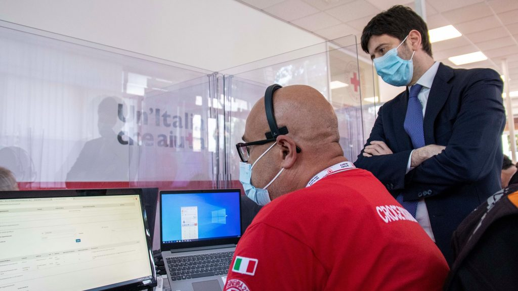 croce rossa italiana e il ministro alla salute roberto speranza lanciano l'indagine istat sul coronavirus in italia