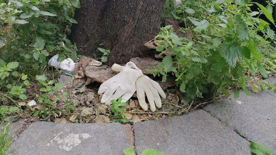guanti a terra