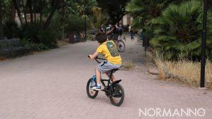 bambino in bicicletta alla villa mazzini