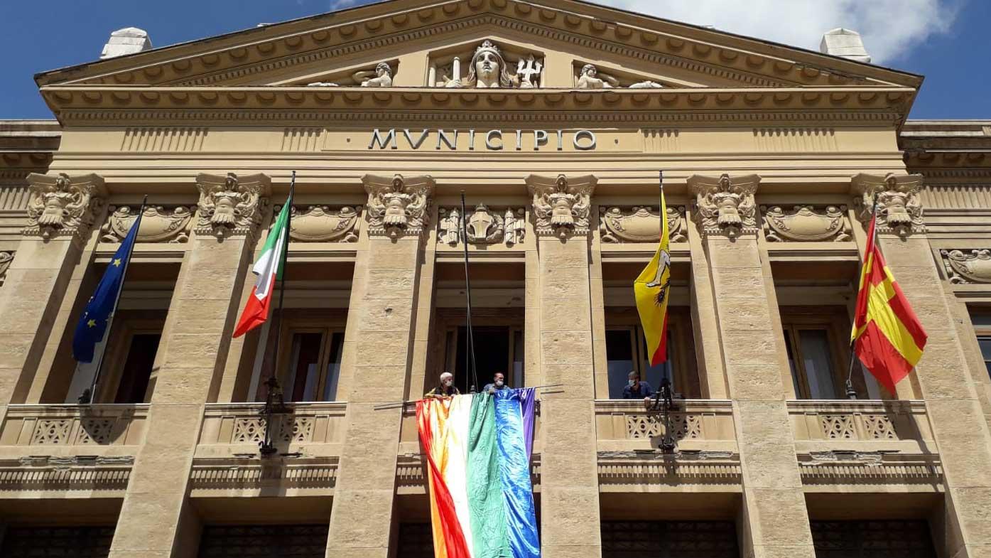drappo arcobaleno palazzo zanca pride messina