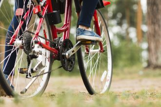 bicicletta sull'erba