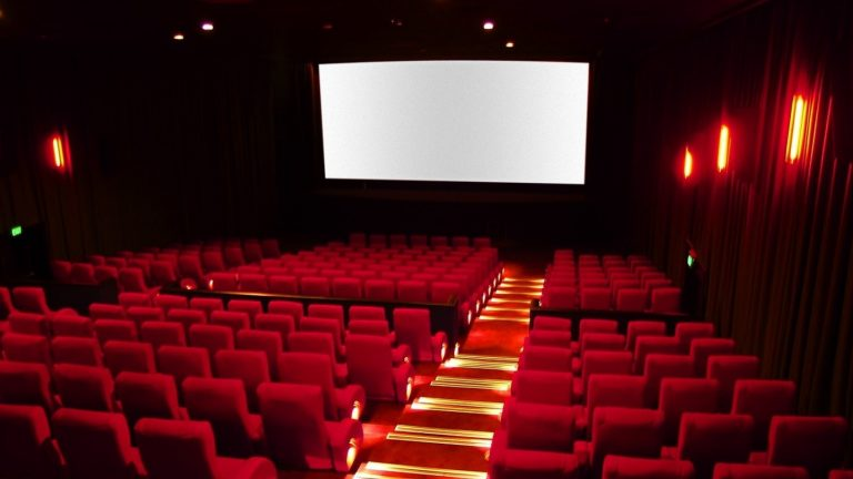 cinema, sala cinematografica vuota