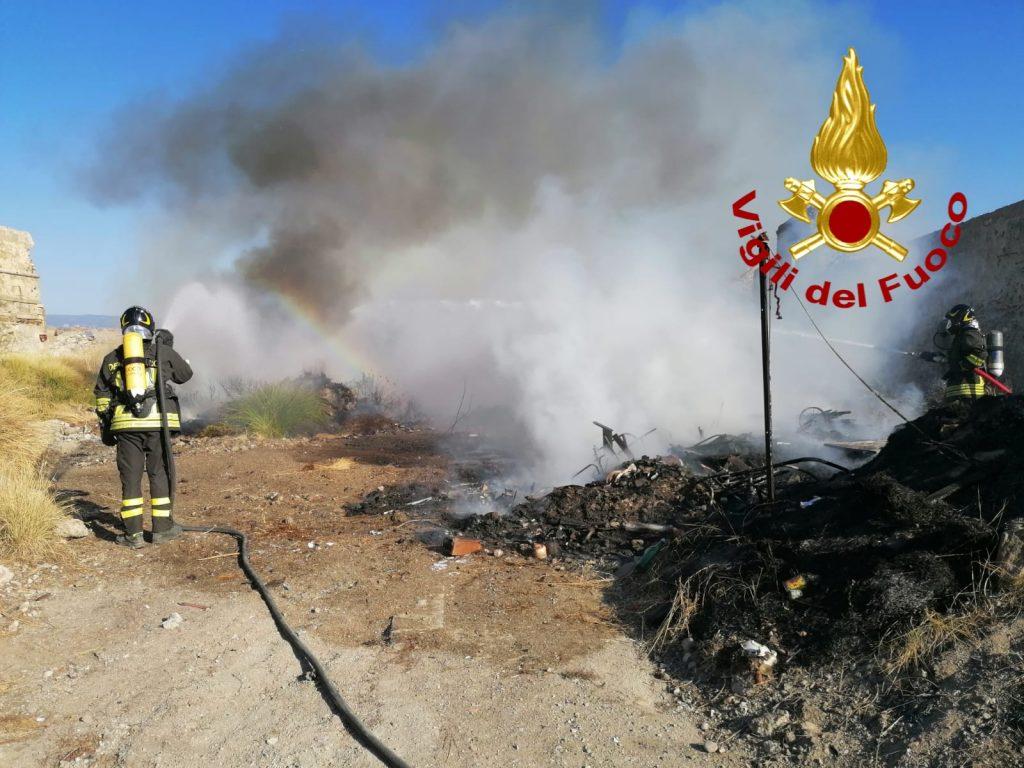incendio rifiuti discarica abusiva alla real cittadella di messina