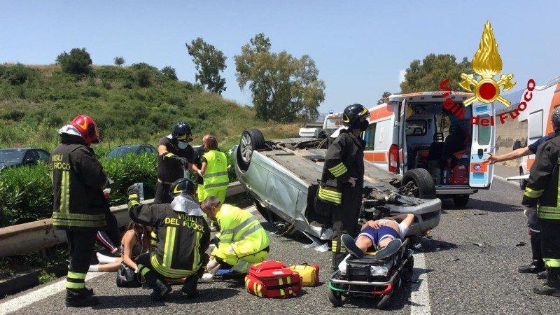 incidente sulla autostrada A18 Messina Catania il 14 giugno 2020, immagine dei Vigili del Fuoco