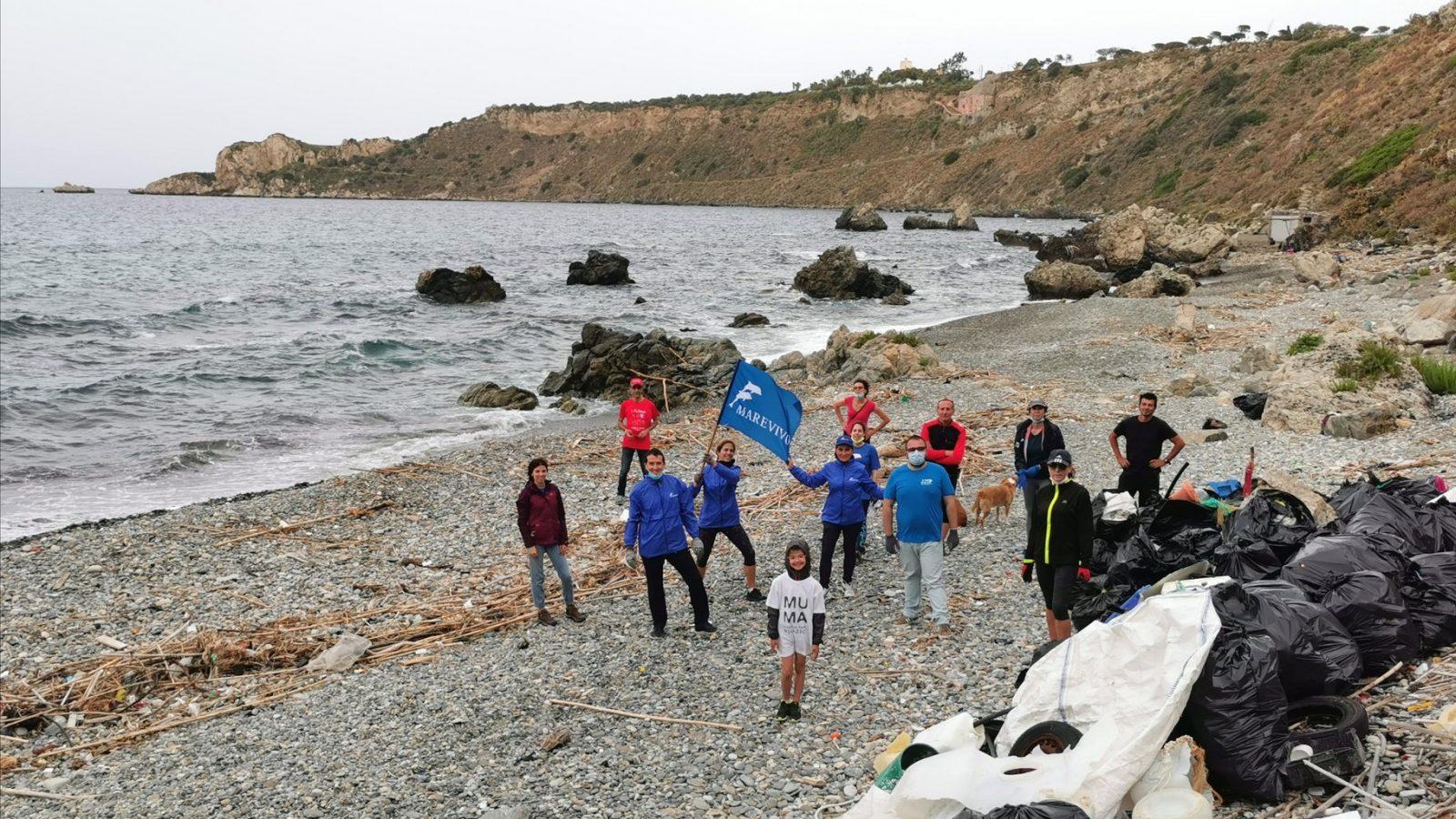 belle notizie da messina e dal mondo: pulizia spiaggia di Milazzo