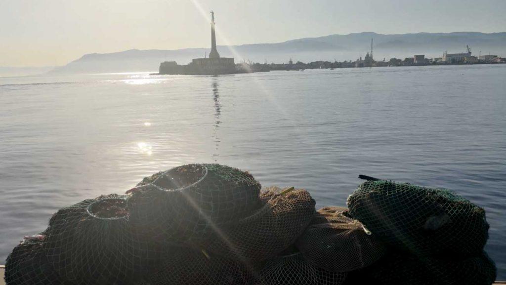 reti da pesca con cui sono stati pescati illegalmente ricci di mare a messina