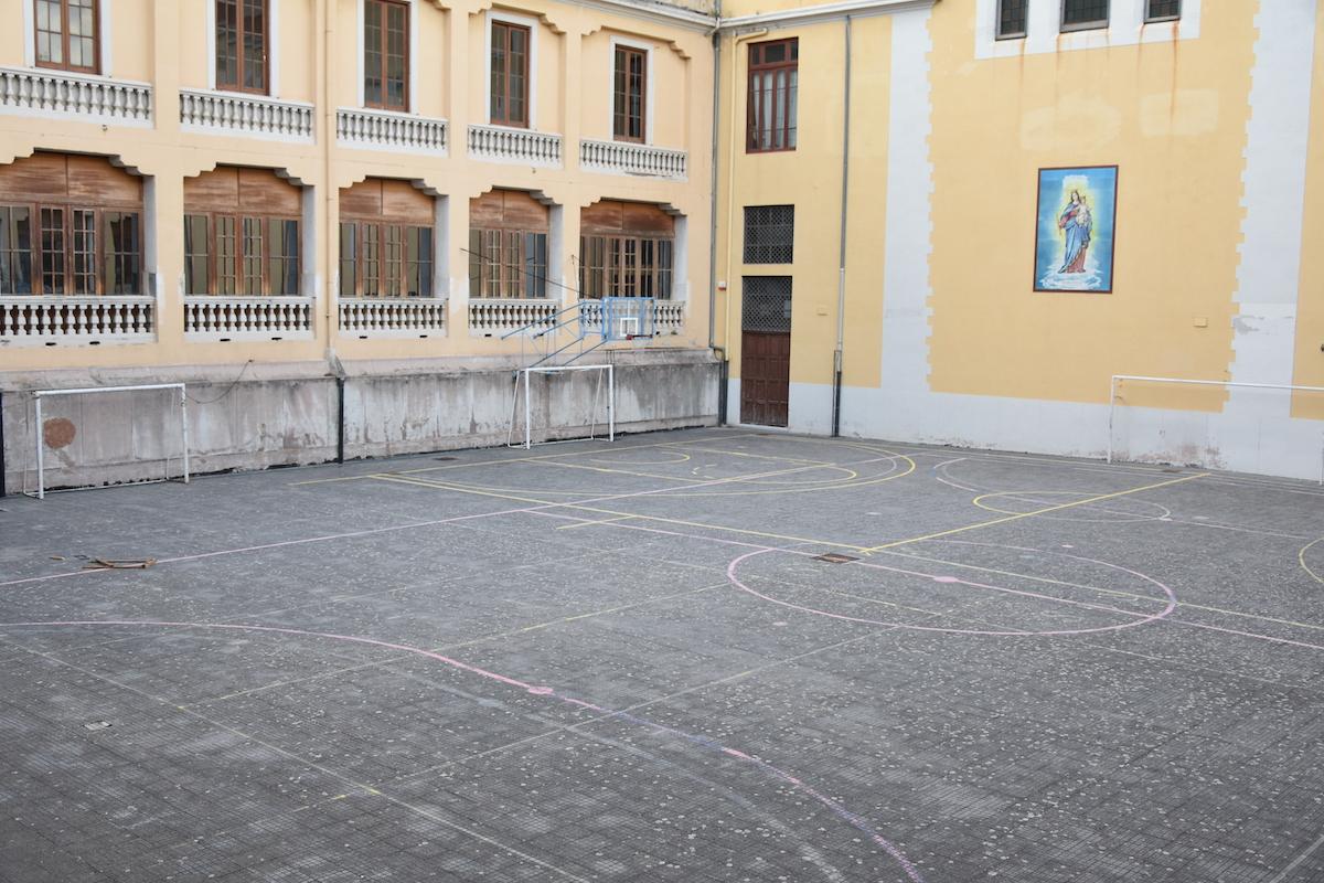Foto ampio cortile per allenamenti e attività sportive scuola Savio a Messina