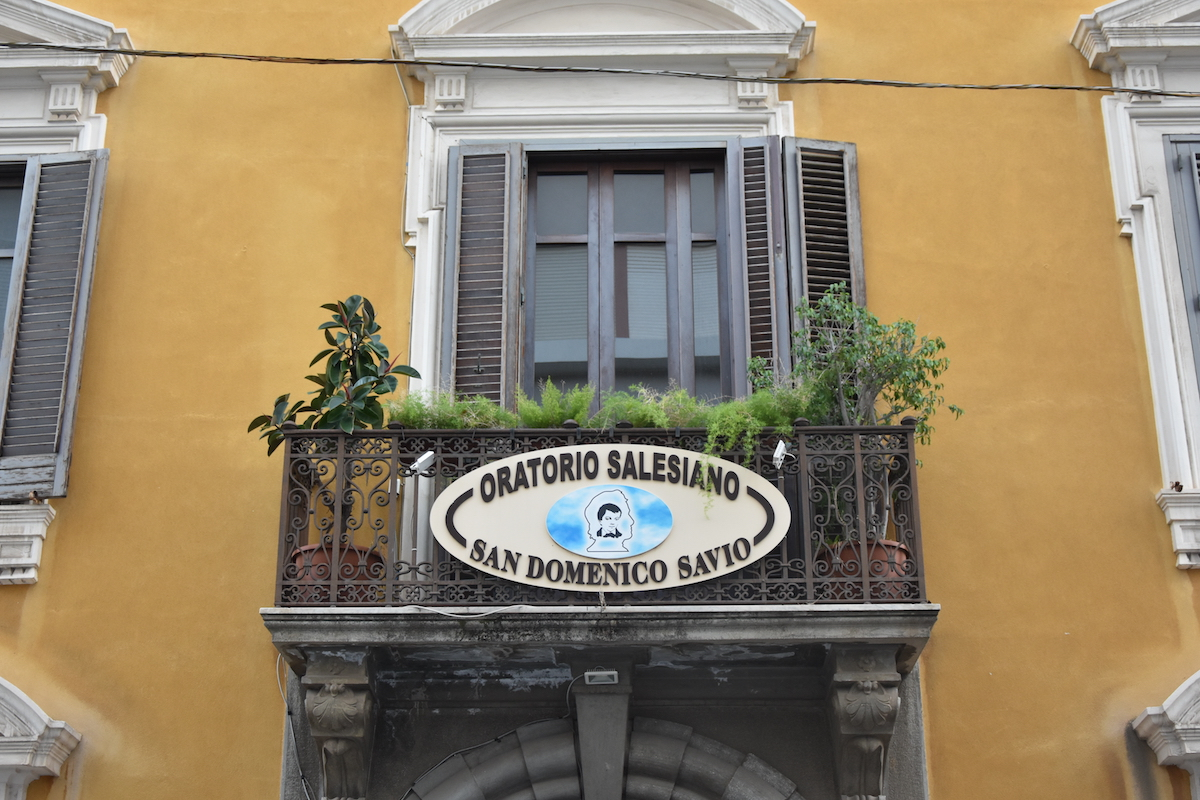 Foto ingresso scuola Savio a Messina