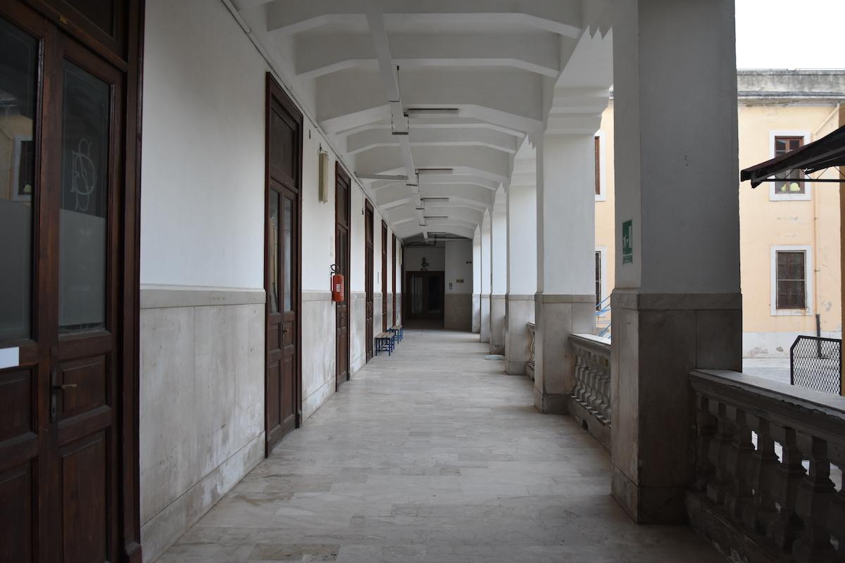 Foto corridoi scuola Savio a Messina