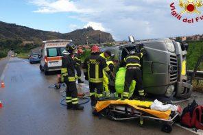 incidente sull'autostrada messina palermo, auto ribaltata