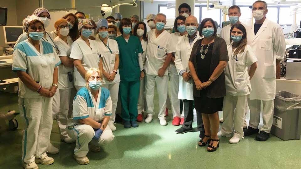 belle notizie: medici e infermieri dell'ospedale papa giovanni XXIII di bergamo, oggi covid free