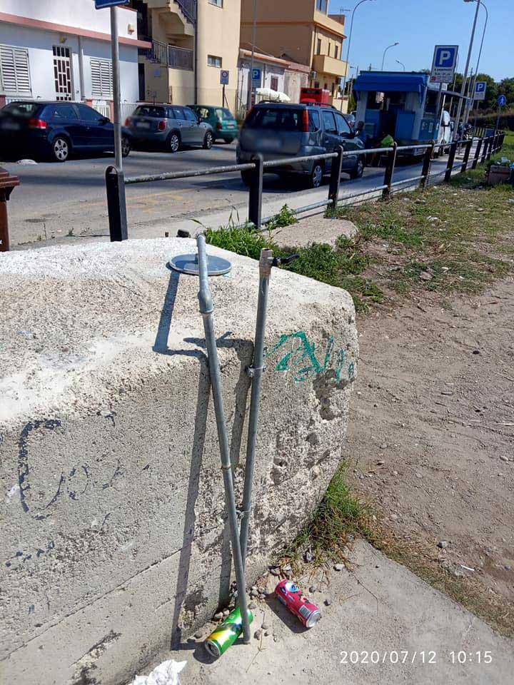 docce danneggiate a torre faro, sulla spiaggia di capo peloro a Messina