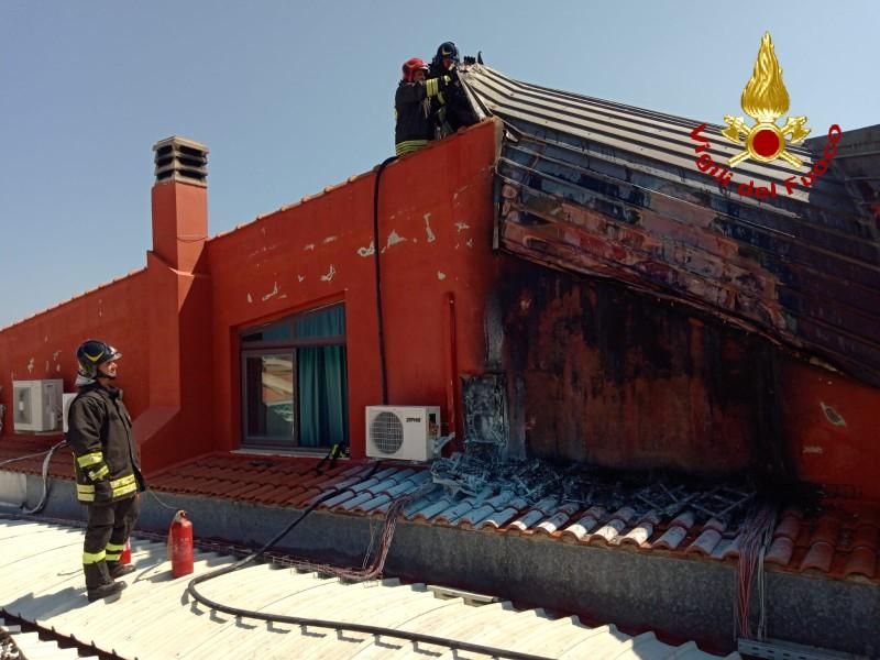 incendio pannelli fotovoltaici (solari) a barcellona in provincia di messina