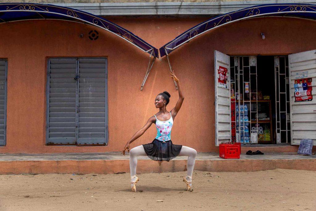 foto di una ballerina della scuola di ballo leap academy di lagos in nigeria