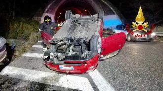 incidente in autostrada a messina: auto si ribalta all'altezza di villafranca sulla a20 messina palermo