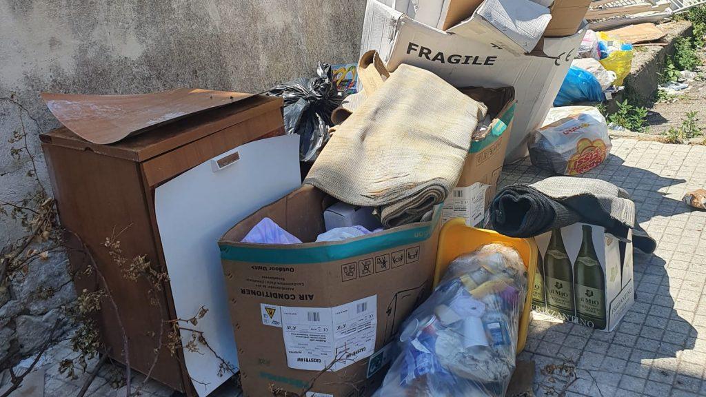 rifiuti abbandonati a San Licandro e recuperati dalla MessinaServizi bene comune (messina)