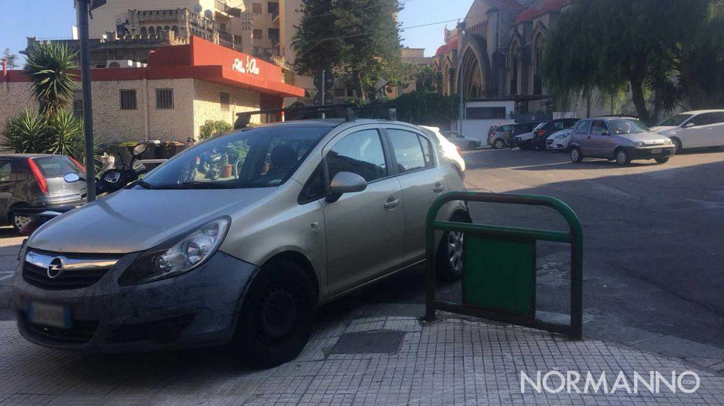 auto parcheggiata male a messina