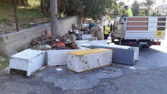 rifiuti elettronici, elettrodomestici abbandonati per le strade di messina