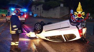 incidente sulla tangenziale sull'autostrada a20 messina palermo: auto ribaltata