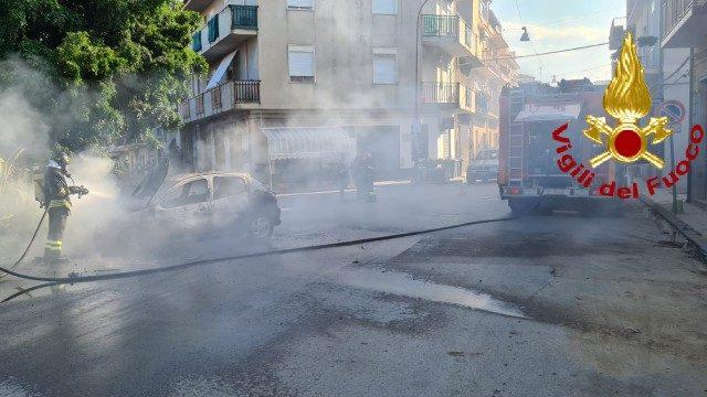 incendio auto a barcellona pozzo di gotto, a Messina