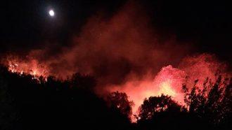 incendio a san saba, messina, nella notte tra il 29 e il 30 agosto