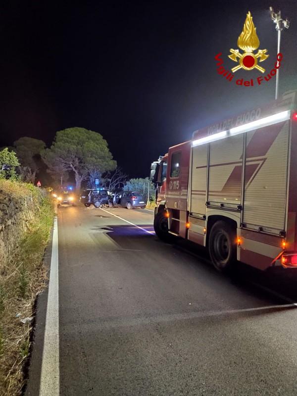 vigili del fuoco dopo un incidente a Messina, in località piano torre