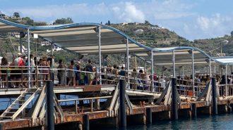 assembramenti al porto di lipari, alle isole eolie dove sale la preoccupazione per il coronavirus