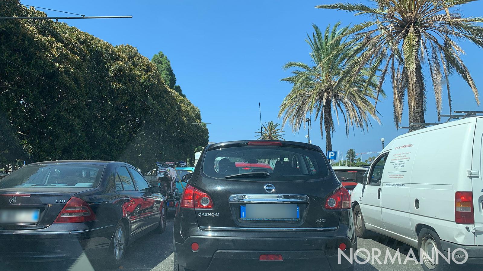 traffico per il controesodo dell'estate 2020 a Messina: coda di macchine sul viale della libertà verso i traghetti