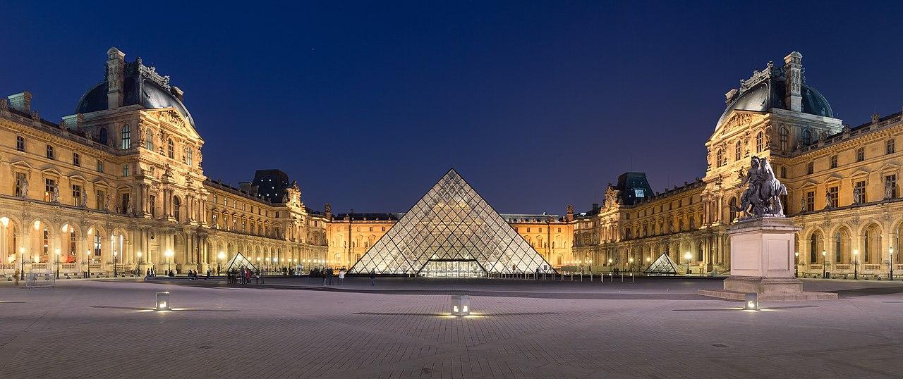piramide del louvre - parigi