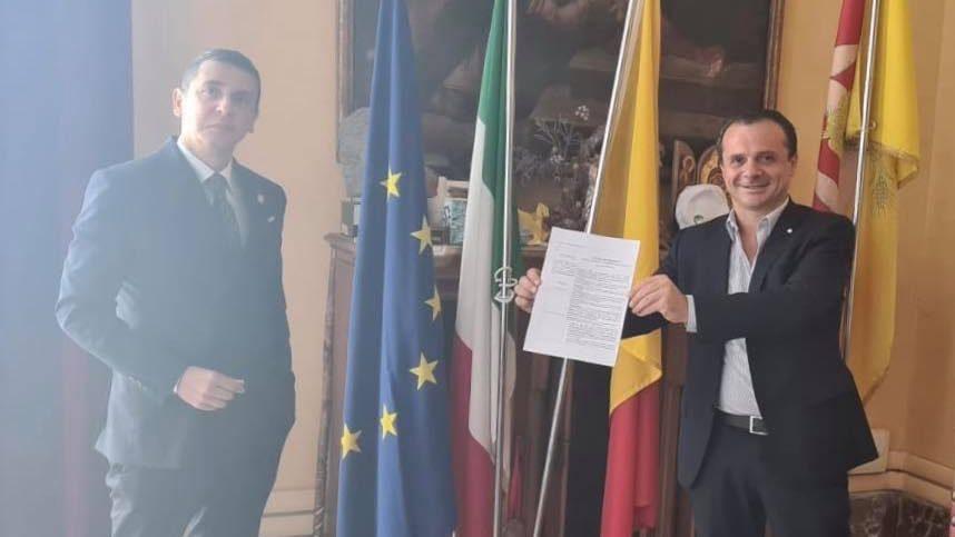 il sindaco di messina cateno de luca con ruggero aricò, nominato esperto a sostenibilità e smart city per il comune