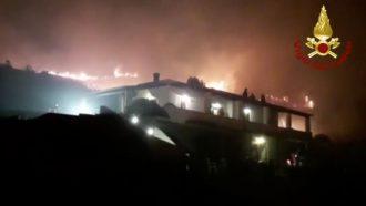 incendio a lipari, isole eolie, in provincia di messina
