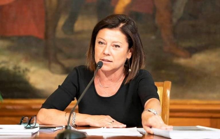 foto di paola de micheli, ministro delle infrastrutture e dei trasporti