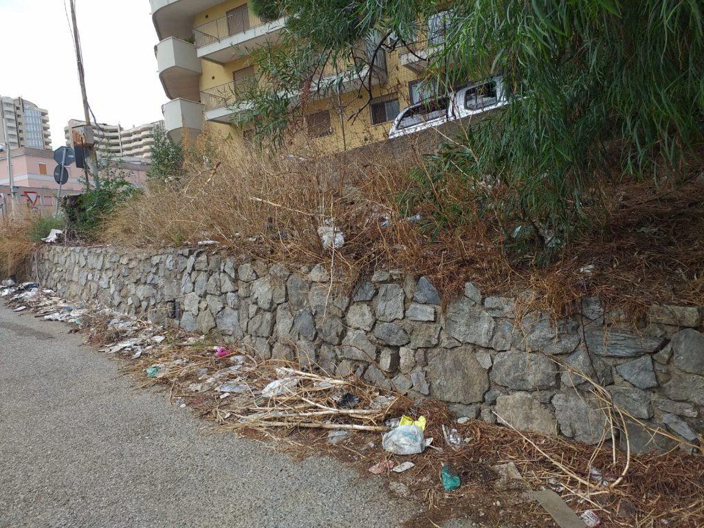 degrado, rifiuti e sporcizia in via arrigo boito a messina, tra l'annunziata e la panoramica