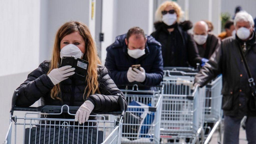 coda, fila al supermercato ai tempi del coronavirus