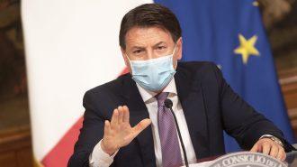 giuseppe conte durante la conferenza stampa di presentazione del decreto ristori
