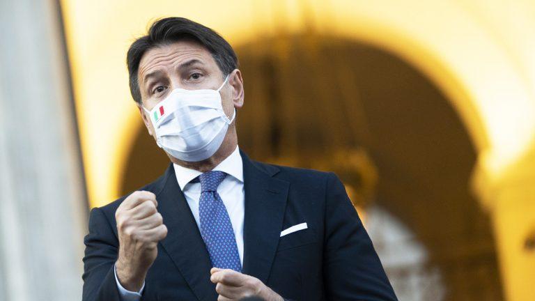 il presidente del consiglio dei ministri giuseppe conte presenta il decreto del 7 ottobre sul coronavirus: mascherine obbligatorie all aperto