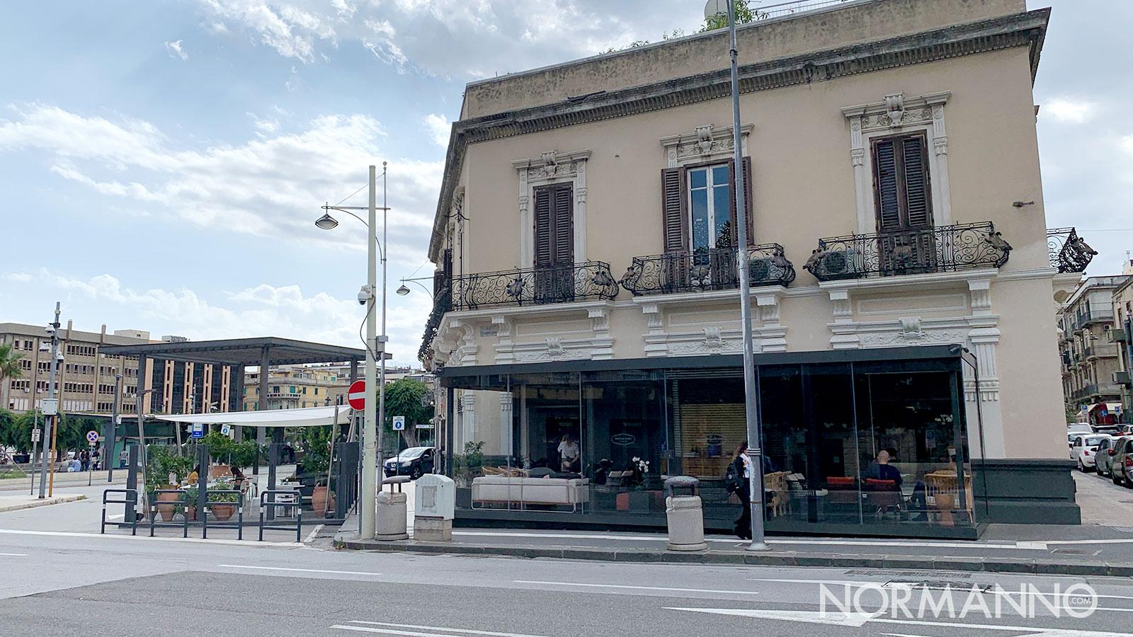 ritrovo ex Billè Miscela d'Oro a Messina, i due gazebo su piazza Cairoli