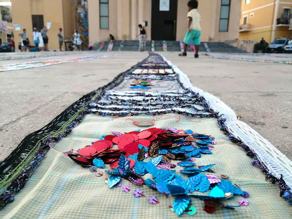 perle d'accoglienza: un lungo tappeto collettivo a scicli