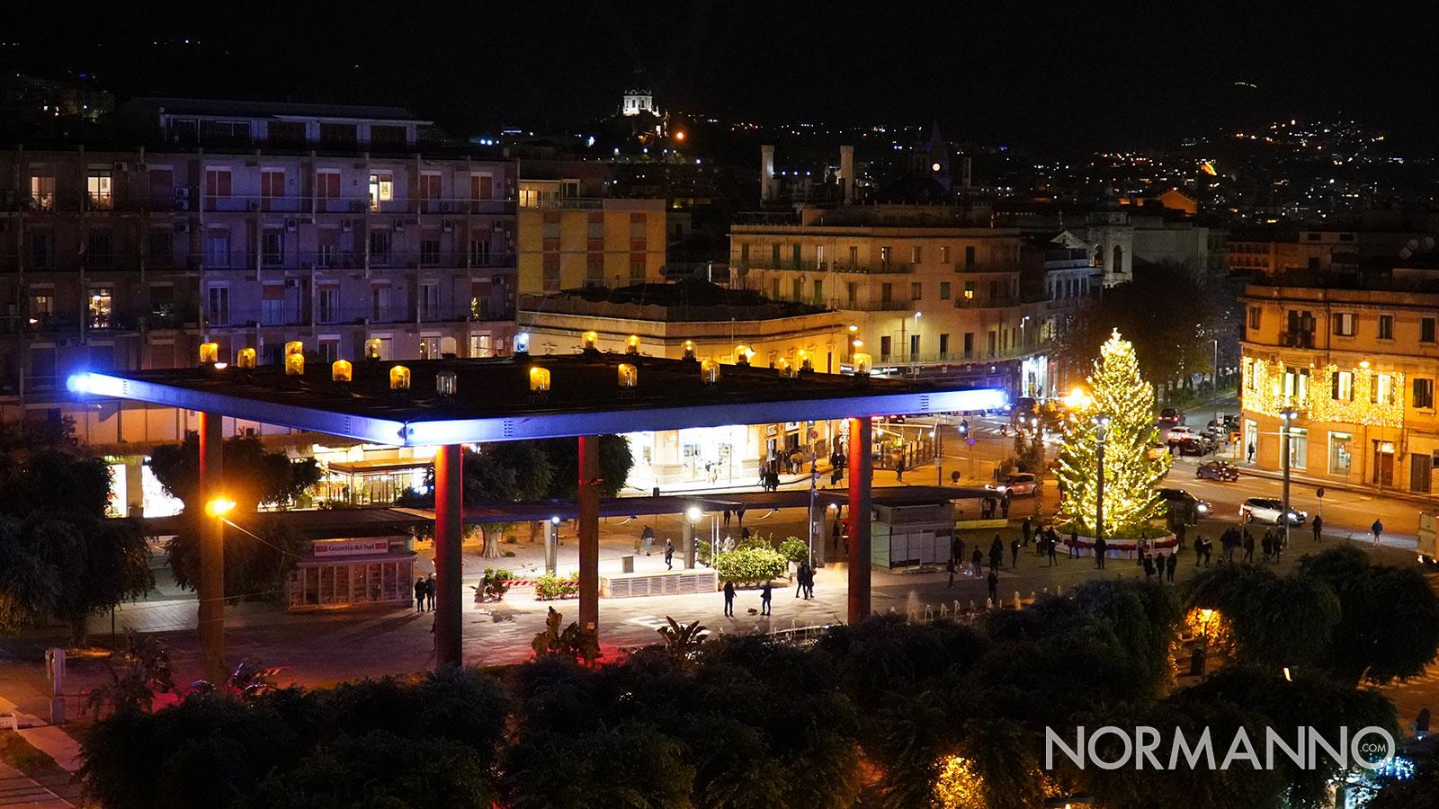 natale a messina 2020: albero e griglia illuminata a piazza cairoli