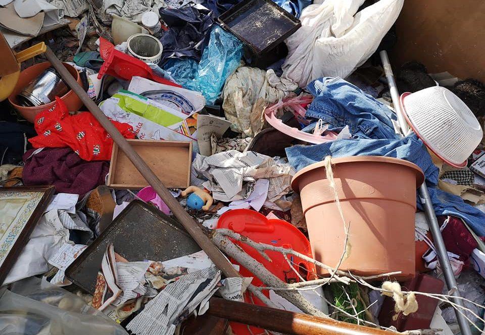 mobili e rifiuti gettati a contrada casazza a Messina