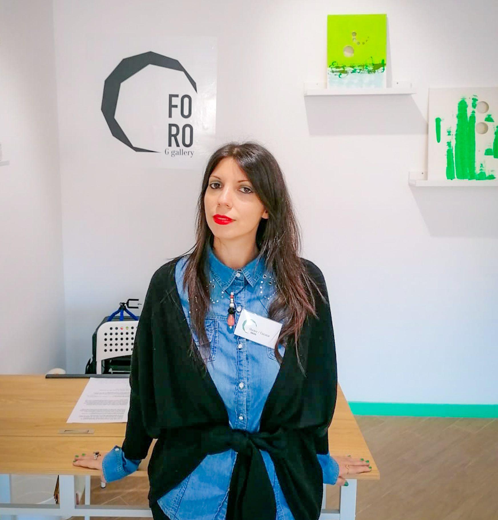 roberta guarnera nella sua galleria d'arte a messina, la FoRo Gallery