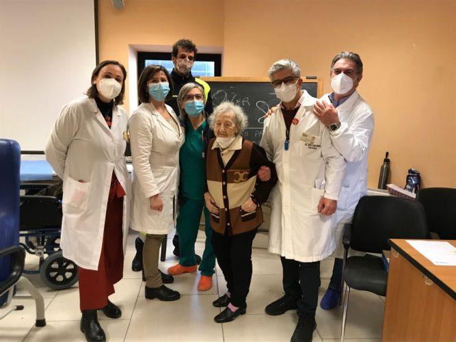 99enne riceve vaccino antiCovid a Messina