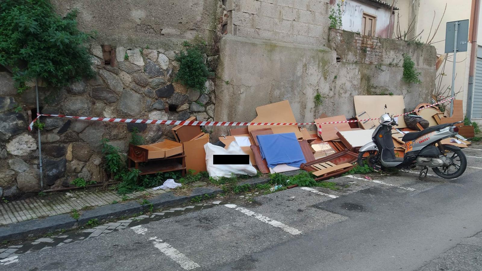 rifiuti di un appartamento abbandonati a messina